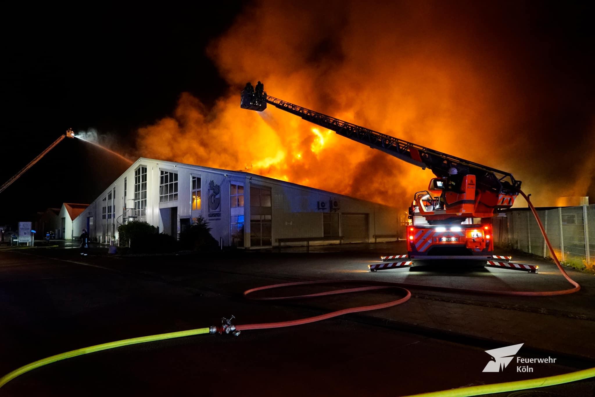 Feuer Lagerhalle Porz 27. November 2020